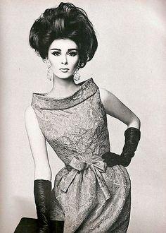 1962 dress by pierre cardin vintage dresses, vintage outfits, vintage hair, vintage style Moda Vintage, Vintage Vogue, Vintage Glamour, Vintage Beauty, Vintage Outfits, Vintage Dresses, Sixties Fashion, Retro Fashion, Fashion Vintage