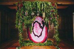 Уникальные свадебные идеи с жеода-вдохновила церемония фоне