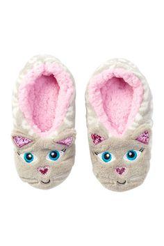Image of CAPELLI OF NEW YORK Cute Cat Faux Fur Slipper Socks