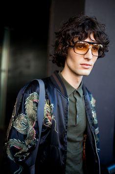 6月17〜21日にミラノで行われた2017年春夏ミラノ・ファッション・ウィークの会場から、最新のストリートスナップをお届け。