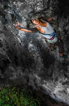 Bouldering and rock climbing news and pictures online. Unique view on mountaineering. Climbing Girl, Sport Climbing, Ice Climbing, Mountain Climbing, Mountain Biking, Rock Climbing Training, Rock Climbing Workout, Parkour, Trekking