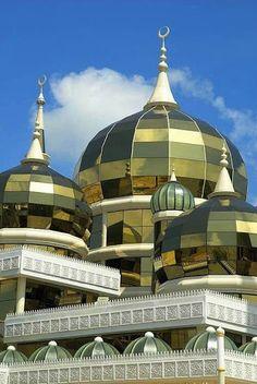 Masjid Kristal (Crystal Mosque) in Malaysia, Terengganu. Masjids have the BEST architectural features. Sacred Architecture, Mosque Architecture, Religious Architecture, Beautiful Architecture, Beautiful Buildings, Kuala Lumpur, Kuala Terengganu, Ipoh, Beautiful Mosques