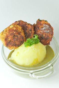 Mindennapi ételeink: Tökfasírt (sóskával és burgonyapürével) Seitan, Tandoori Chicken, Tofu, Mashed Potatoes, Paleo, Dishes, Vegetables, Burgers, Ethnic Recipes