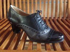 Zapato tipo Oxford con tacón , colección otoño/invierno 2014
