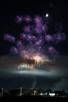 Akita, Japan 秋田。大曲花火 Best Fireworks, Fireworks Festival, Sky Gazing, Awsome Pictures, Fire Works, Hanabi, Akita, Favorite Holiday, Looking Up