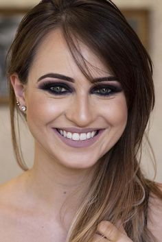 Curso de Maquiagem Online - O maior treinamento do Brasil com 31h Glam Makeup, Bridal Makeup, Hair Makeup, Paradise Girl, Prom Makeup Looks, Makeup Techniques, Eyebrow Makeup, Poses, Eyebrows