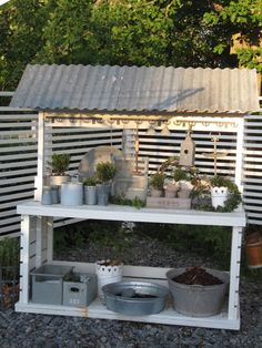 My future potting bench! Beyond The Picket Fence: Potting Bench Inspiration Outdoor Projects, Garden Projects, Diy Projects, Potting Station, Metal Awning, Metal Roof, Potting Tables, Potting Sheds, Garden Table