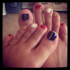 Marine toes marine girlfriend I'm totally doing this for Jimmy's homecoming too cute :) Usmc Nails, Marine Nails, Love Nails, How To Do Nails, Pretty Nails, Marines Girlfriend, Marine Boyfriend, Marine Corps Ball, Mani Pedi