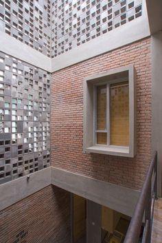 Imagen 2 de 23 de la galería de Hostal Bioclimático y biofílico / Andyrahman Architect. Fotografía de Mansyur Hasan