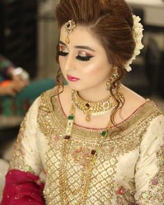 Bridal bridals in 2019 Dress indian style, Pakistani bridal new makeup trends 2019 in pakistan - Makeup Trends 2019 Bridal Makeup Tips, Bridal Makeup Looks, Bridal Looks, Bridal Style, Pakistani Bridal Makeup, Pakistani Wedding Outfits, Indian Bridal Fashion, Pakistani Dresses, Shadi Dresses