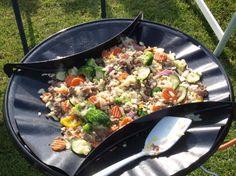 Rosti met gehakt en groente. Lekker makkelijk om te koken op de camping.