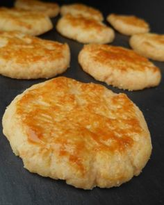 GRUYÉRE SANDS Print the recipe Preparation 10 min Cooking 25 min Total 35 min Crunchy aperitif cookies with cheese … Quantit Food Network Recipes, Wine Recipes, Hoe Cakes, Salty Foods, French Pastries, Food Diary, Finger Foods, The Best, Brunch