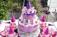 Diaper cakes - Tarta de Pañales - Baby Shower gifts and crafts Baby Shower Cakes, Baby Shower Diapers, Baby Shower Parties, Baby Shower Gifts, Shower Party, Baby Showers, Diy Diaper Cake, Nappy Cakes, Diy Cake