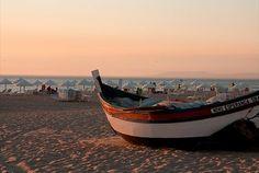 Uma casa junto à praia do Meco com piscina, churrasco e mesa de bilhar bem que pode ser o seu reduto de férias. Na Quinta dos Amarelos noite com pequeno-almoço para 2 pessoas por 59€. 2 noites por 99€, 3 noites por 139€ e 5 noites por 229€. - Descontos Lifecooler