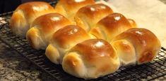 Chifle japoneze – pufoase ca un nor și nemaipomenit de gustoase! - Retete Usoare Bread Baking, Hot Dog Buns, Hamburger, Deserts, Tasty, Cookies, Breakfast, Crafts, Diet