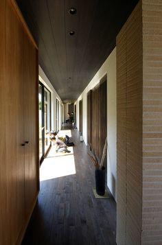 一級建築士事務所アールタイプ の モダンな 廊下&階段 堺市の住宅 / 縁側のある家