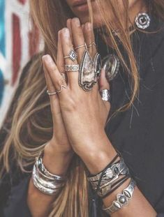 Bohemian jewellery often known as boho jewellery has become a very popular type of ornament. Boho jewellery are available in different types. The best part about boho jewelry is that…View Post Estilo Hippie Chic, Hippy Chic, Boho Chic, Flash Tattoos, Boho Fashion, Fashion Jewelry, Fashion Clothes, Style Fashion, Style Clothes