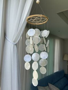 Seashell Wind Chimes, Diy Wind Chimes, Wind Chimes Sound, Driftwood Mobile, Seashell Mobile, Hot Tub Deck, Shell Decorations, Moroccan Design, Shell Crafts
