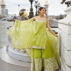 Bookmark These Stylish Outfit Ideas For Eid Simple Outfits, Stylish Outfits, Cool Outfits, Eid Outfits, Bridal Outfits, Anarkali Kurti, Embroidered Kurti, Sharara Suit, Muslim Fashion