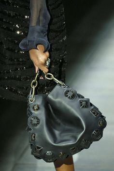 Bottega Veneta, Herbst Winter New York, Womenswear. Find this Pin and more  on Borse bags. d3e18211ef