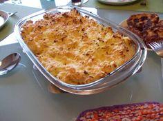 Romige ovenschotel witlof met champignons, ham en kaas Voorbereiding Maak de witlof schoon en snij de struiken overlangs doormidden. Kook de witlof in water met zout beetgaar. Goed laten uitlekken in een vergiet. Witlof met het snijvlak naar beneden in de ovenschaal leggen. Ondertussen aardappelen gaar koken met zout. Stamp de aardappelen fijn met de boursin.
