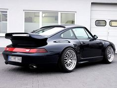 Porsche 911 split wing