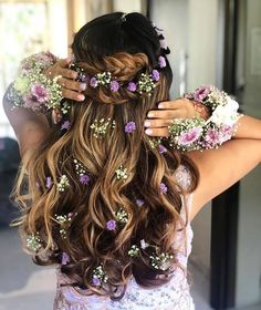 25 Festival Hairstyles to Enhance Your Appearance. Festivals are all about colors, pomp, trendy dresses, and flaunting an outstanding style. # indian Hairstyles 25 Festival Hairstyles to Enhance Your Appearance - The UnderCut Mehndi Hairstyles, Open Hairstyles, Indian Wedding Hairstyles, Elegant Hairstyles, Bride Hairstyles, Pretty Hairstyles, Hairstyle Ideas, Hairstyle Photos, Trending Hairstyles