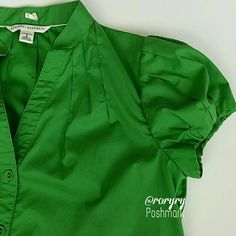 Banana Republic • Green • Pleated • Top Cute detailed stitch around sleeves and top front/back Pristine condition.  Worn once. @roryry Poshmark  67% cotton 29% polyester 4% spandex Banana Republic Tops