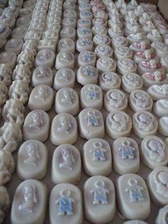 Dulces con cobertura de chocolate con diseños de primera comunión . http://bocaditosdedulce.blogspot.com/