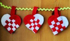 Weaving Danish Heart Baskets for Jul - Radmegan