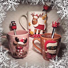 Новогодние наборчики! В наличии и под заказ! Цена кружечки - 1200₽. Ложечки - 600₽. #вкусныеложки #подарокдетям #подарок #подарокнановыйгод #новыйгод #декорнакружках #кружкасдекором #полимернаяглина #lojklksslagoda