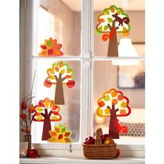 Colourful autumn forest for the window - at JAKO-O ♥ best for kids ✓ lasting quality ✓ clever functions ✓ selected products: Order now! Autumn Crafts, Fall Crafts For Kids, Projects For Kids, Art Projects, Hobbies For Kids, Hobbies And Crafts, Arts And Crafts, Diy Crafts, Autumn Forest