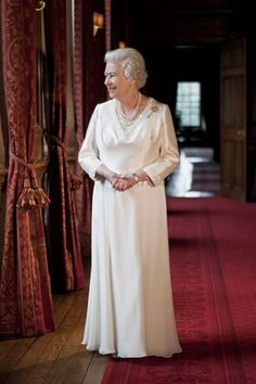 A new photographic portrait of The Queen was taken in 2010 and unveiled for the Scottish Parliament in 2011, featuring The Queen wearing - for apparently the first time - a unique diamond brooch. The brooch has the appearance of a key from afar, but up close it becomes a diamond thistle with two leaves forming a wreath and a long stem.