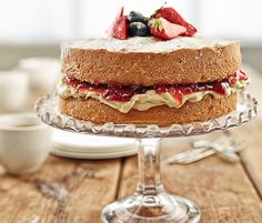 Billington's Classic Victoria Sponge Recipe - Bursting with flavour, the soft caramel notes of the Golden Icing and Golden Caster Sugar make this the queen of sponges.