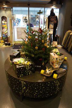 Weihnachten!!! Klagenfurt, Table Decorations, Furniture, Home Decor, Xmas, Homemade Home Decor, Home Furnishings, Decoration Home, Arredamento