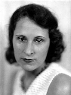 Gala Eluard-Dali née Helena Dmitrievna Delouvina Diakonova, à Kazan (Russie), le 26 août 1894 et morte à Figueras (Espagne), le 10 juin 1982, a eu pour époux Paul Éluard en 1917, pour amant Max Ernst puis s'est finalement mariée avec Salvador Dalí en 1932.