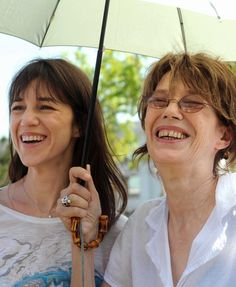 #charlottegainsbourg & #janebirkin inaugurant le Jardin Serge Gainsbourg en 2010