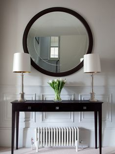 This is a beautiful place to come for modern home decor ideas. Modern console table is at the center of our attention. Hall Console Table, Hallway Console, Modern Console Tables, Hall Tables, Victorian Console Tables, Hallway Decorating, Entryway Decor, Luxury Interior, Home Interior Design