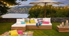 Die traumhafte Garten-Loungegruppe PHYRUS ist individuell zusammensetzbar aus Elementen und Clubtisch. Lassen Sie der Fantasie freien Lauf, auch bei der Wahl der Kissen.