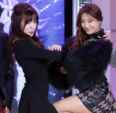 Tiffany and Bora reveal that they are close friends + show excitement at being on 'Fashion King Korea' together | http://www.allkpop.com/article/2013/10/tiffany-reveals-she-is-close-friends-with-sistars-bora