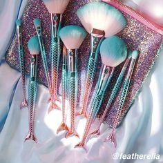 The ultimate mermaid Jewel Mermaid Brushes ➡ Featherella.com #crueltyfreebeauty