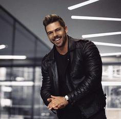 Jossmooney. Leather Men, Leather Jacket, Mens Fitness, Cute Boys, Biker, Celebrities, Instagram Smiles, Jackets, Black