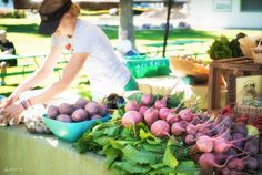 """6 Steps to Creating a Community Farmers Market"" If you have ever thought of starting up a farmers market in your community, this article offers some advice on a few things to consider. From MOTHER EARTH NEWS"
