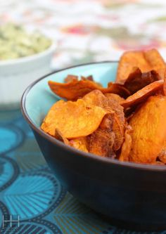 Crispy Paleo Sweet Potato Chips Recipe - Look At Brandi How To Eat Paleo, Healthy Foods To Eat, Healthy Snacks, Healthy Eating, Clean Eating, Crispy Sweet Potato Chips, Paleo Sweet Potato, Paleo Recipes, Real Food Recipes
