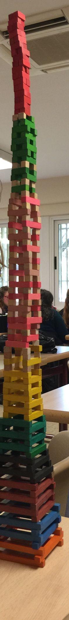 Las regletas un buen método para enseñar conceptos matemáticos, pero a la vez para jugar y hacer alguna construcción con la imaginación de los niños.