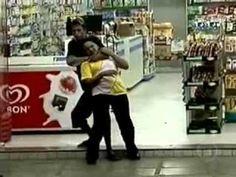 Bandido faz atendente de farmácia refém e acaba morto pela Polícia.
