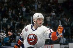 Pierre Turgeon won the Lady Byng Memorial Trophy with the #Isles in 1993.