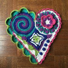 Freeform Crochet Pattern / Tutorial: Crochet Heart por RBSCrochet                                                                                                                                                                                 Más