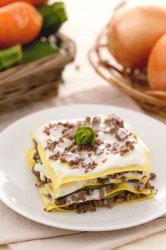 Lasagne al ragù bianco e zucchine: cerchi un'alternativa alla solita lasagna? Ecco una ricetta di mezza stagione che conquisterà tutti. [White ragù and zucchini lasagna)