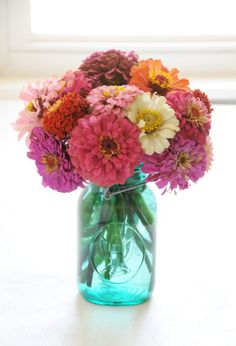 Pick Wedding Flowers Based On What They Say About You. | Team Wedding Blog  #flowers #wedding #teamwedding